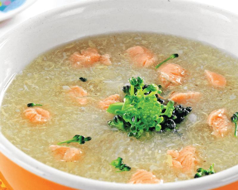 Cách nấu cháo cá hồi rau cải bó xôi cho bé 8 tháng tuổi ăn dặm